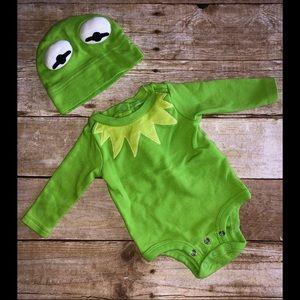 Disney Kermit the frog onsie & hat A2